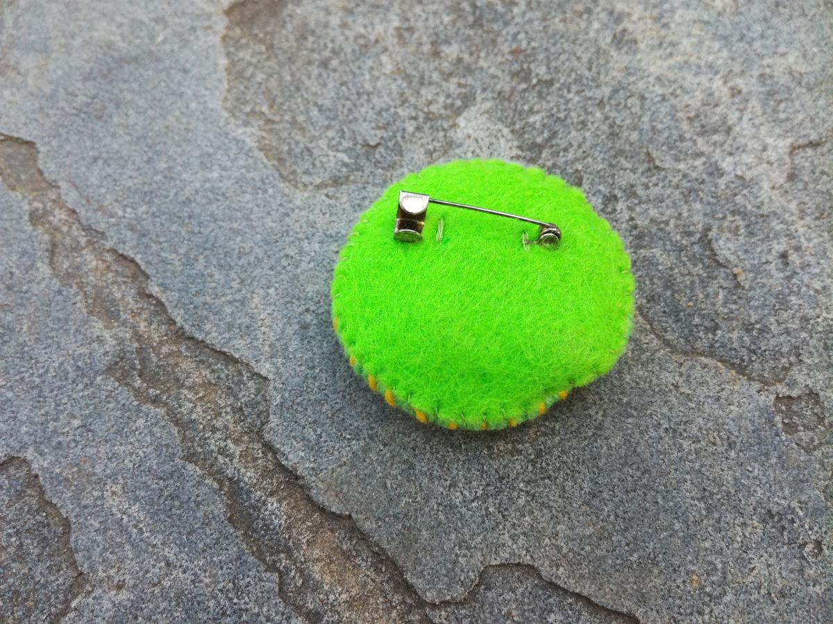 Brož Hlava plná nití - Zeleno žlutá