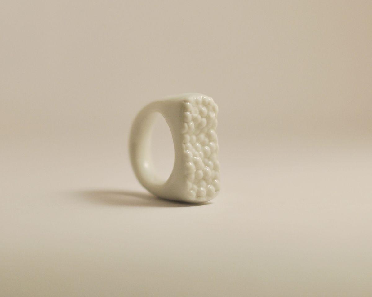 Prsten MH - bílá struktura