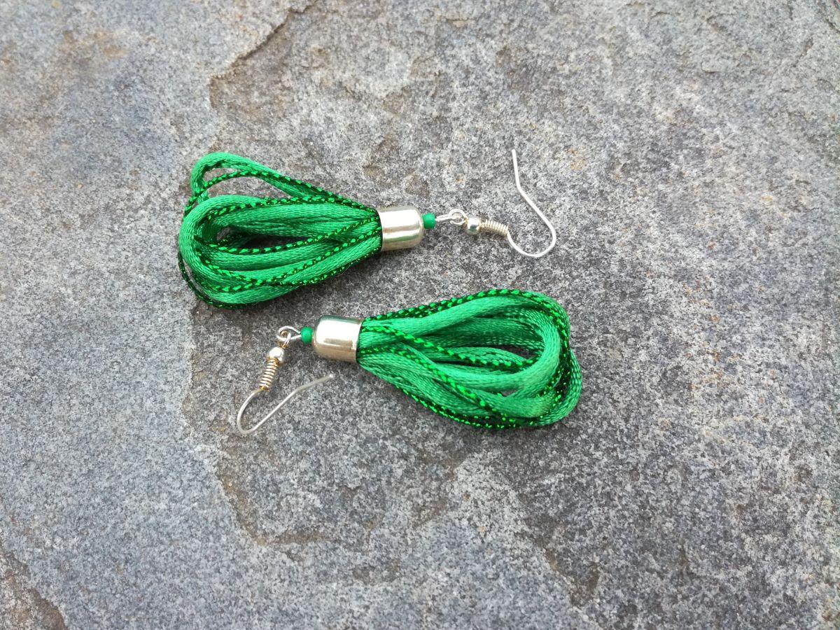 Náušnice Hlava plná nití - Zelené smyčky