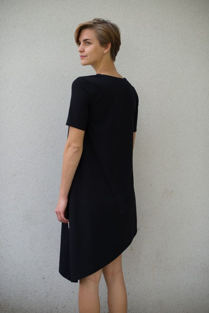 Šaty Nämakko - černé asymetrické - krátký rukáv