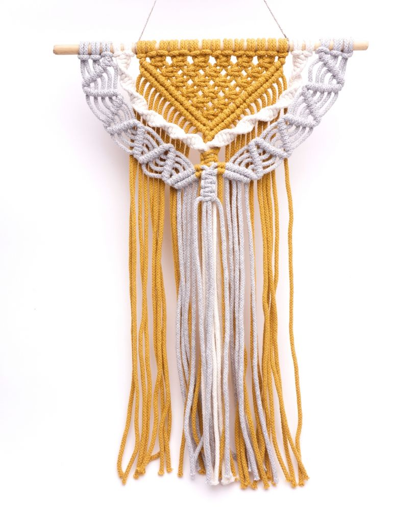 Drhaná dekorace - Hlava plná nití - žlutá